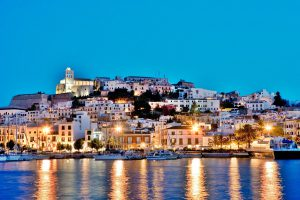 Grupo Hotelero en Ibiza, busca Director Hotel, Subdirector y otras puestos